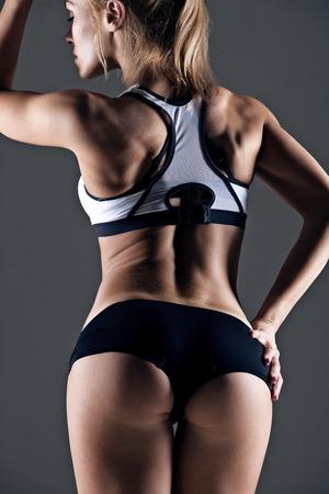 nalga: joven atleta posterior de la hembra, las nalgas capacitados, ajuste la forma