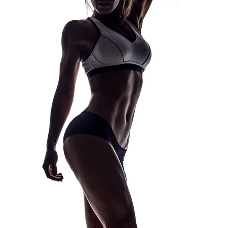 sudoracion: silueta de mujer atractiva de la aptitud, cuerpo femenino entrenado, retrato estilo de vida, cauc�sico modelo Foto de archivo