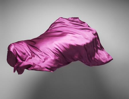 arte abstracto: pedazo de tela de color púrpura vuelo - objeto de arte abstracto, elemento de diseño Foto de archivo