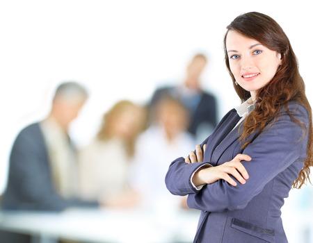 Unternehmen zuversichtlich, Frau mit Team hinter ihr Standard-Bild - 23261404