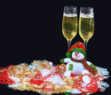 skoal: Glasses of champagne with snowmen, decorated, on a black background Stock Photo