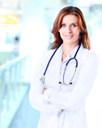 Smiling medical woman doctor at Hospital Imagens