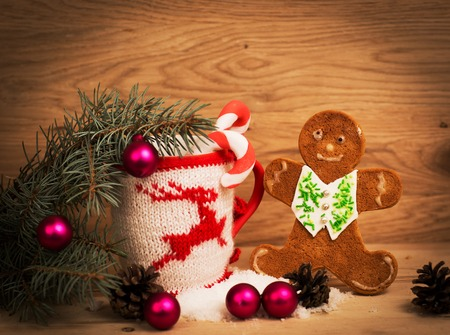 milk mustache: Christmas mug with Christmas decorations and cookies in the shape of a man on a wooden background