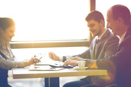 Business Team zusammenarbeiten, um bessere Ergebnisse zu erzielen Standard-Bild - 36363978