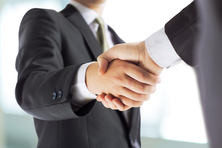 the handshake business partners Banque d'images