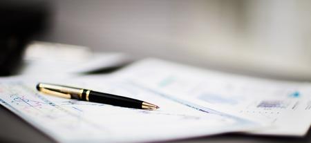 The pen is on the growing charts. Foto de archivo