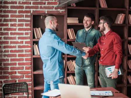 Manager of the company welcomes the customer with a handshake in Banco de Imagens