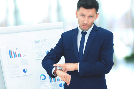 concept - save your time. businessman indicates a wrist watch on Banque d'images