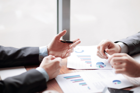 close up.employees discuss the financial report. the concept of teamwork Standard-Bild
