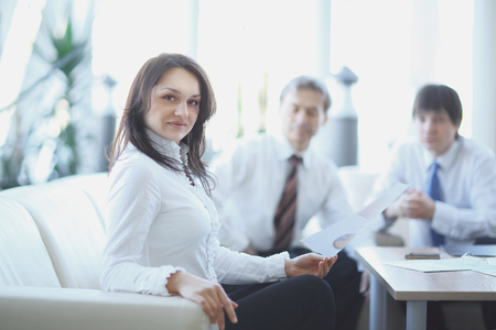 portrait of business woman on the background of colleagues 免版税图像