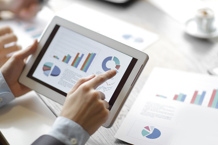 close up.financial report on the digital tablet screen. Banco de Imagens