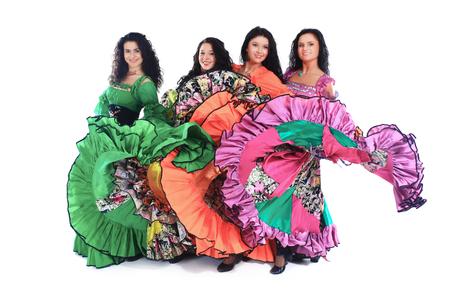 Tanzensemble führt den Zigeunertanz auf