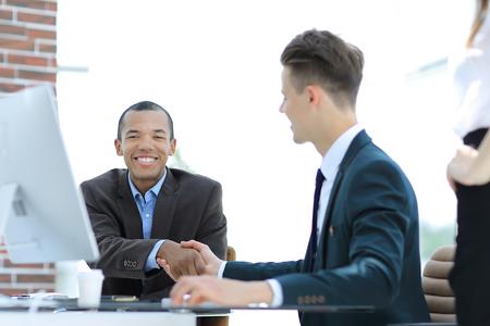 handshake international business partners on a Desk 版權商用圖片