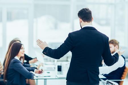 CEO speaks at the workshop business team in a modern office 版權商用圖片