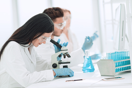 close up.scientists and laboratory workers sitting at the laboratory table 免版税图像 - 123599571