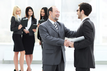 Project Manager shaking hands with the employee prior to the seminar Imagens - 124688683