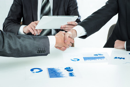 Close up handshake of business people in meeting attendance Imagens
