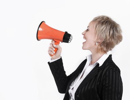 Arquitecto femenino con un megáfono