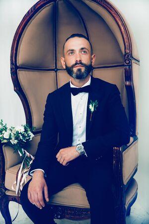 portrait d'un bel homme en costume de mariage Banque d'images