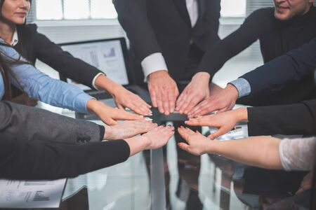 close up. business team making a circle out of their palms. the concept of teamwork Zdjęcie Seryjne