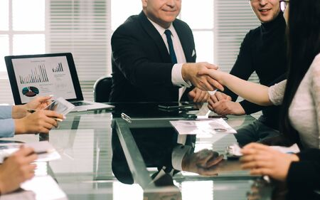 business colleagues shaking hands during a work meeting. the concept of teamwork Zdjęcie Seryjne