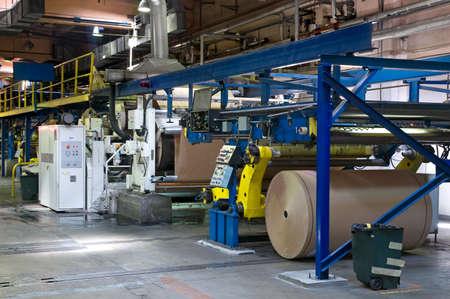 spirale: Die Maschine zur Herstellung einer Wellpappe Lizenzfreie Bilder