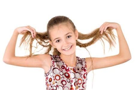 loose hair: La ragazza tiene i capelli sciolti nelle mani