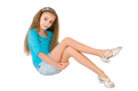 mini falda: Muchacha en la blusa azul en el fondo blanco