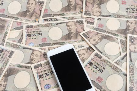スマート フォンと日本のお金 写真素材