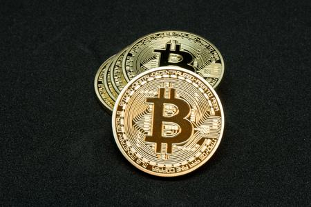 黒マットの Bitcoin 写真素材