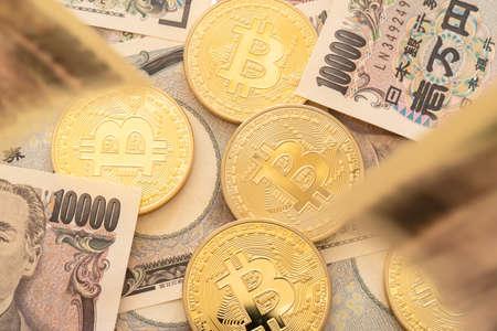 Bitcoin and falling 10,000 yen bills