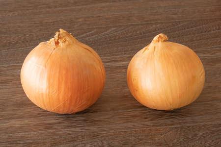 2 onions on a dark wooden table Archivio Fotografico