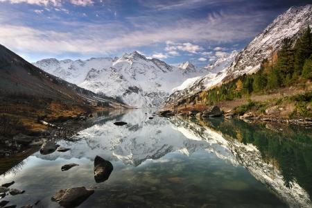 Lago di montagna, monti Altai, Katun cresta Archivio Fotografico