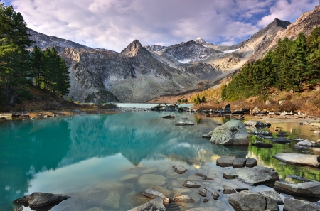 Mountain Lake, Siberia occidentale, monti Altai, Katun cresta photo