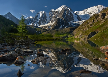 snow capped: Mountain lake, West Siberia, Altai mountains, Chuya ridge