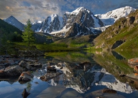 cascade range: Mountain lake, West Siberia, Altai mountains, Chuya ridge