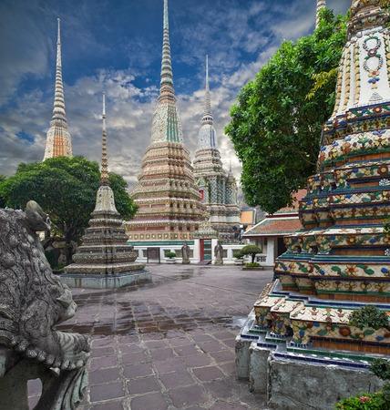 Sunset twilight tempio buddista, Wat Pho a Bangkok, Thailandia
