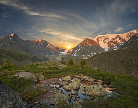 Lago di montagna, Russia Siberia occidentale, monti Altai, cresta Katun Archivio Fotografico