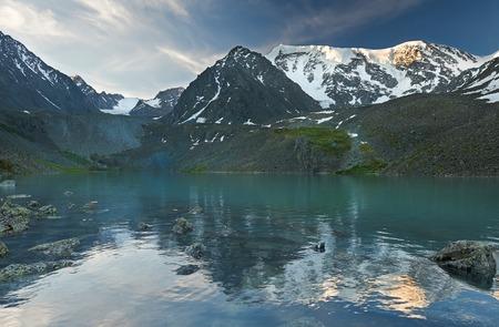 Lago di montagna, Russia Siberia occidentale, monti Altai, Katun cresta
