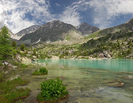 Lago di montagna, Russia Siberia occidentale, monti Altai, Katun cresta.