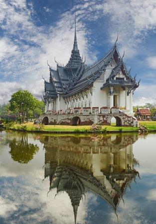 Ancient Siam (precedentemente noto come antica citt�) � un parco costruito sotto il patrocinio di Lek Viriyaphant e si estende su 200 acri (0,81 km2) a forma di Thailandia.