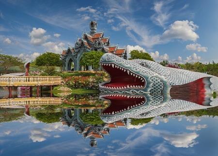 Sumeru Mountain Palace, antico Siam (precedentemente noto come antica citt�) � un parco costruito sotto il patrocinio di Lek Viriyaphant e diffondere pi� di 0,81 km2 a forma di Bangkok, Thailandia.