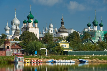 golden ring: Assumption Cathedral and church of the Resurrection in Rostov Kremlin. The ancient town of Rostov The Great is a tourist center of the Golden Ring of Russia. Stock Photo