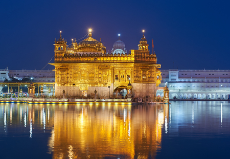 harmandir sahib: Famous indian landmark - Sikh gurdwara Golden Temple (Harmandir Sahib). Amritsar, Punjab, India. Night view.