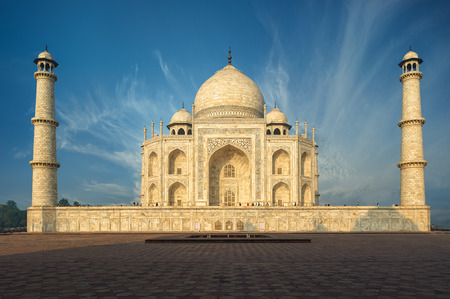mughal empire: The Taj Mahal is an ivory-white marble mausoleum on the south bank of the Yamuna river in the Indian city of Agra, Uttar Pradesh. Stock Photo