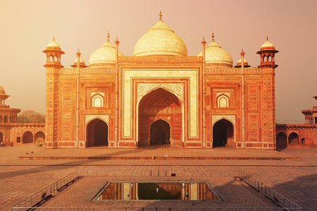 mughal empire: The Taj Mahal is an ivory-white marble mausoleum on the south bank of the Yamuna river in the Indian city of Agra, Uttar Pradesh, India.