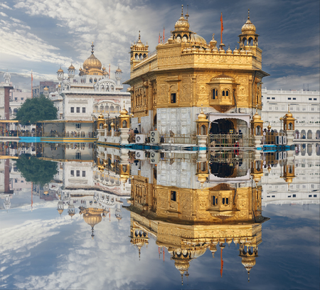 dome of hindu temple: Famous indian landmark - Sikh gurdwara Golden Temple (Harmandir Sahib). Amritsar, Punjab, India