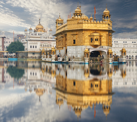 dome of hindu temple: Famous indian landmark - Sikh gurdwara Golden Temple (Harmandir Sahib). Amritsar, Punjab, India