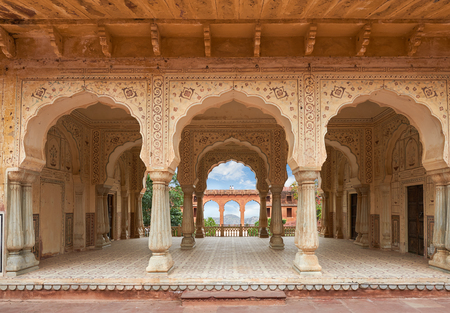 Hall with columns of Sattais Katcheri at Amer Fort  is located in Amer, a town with an area of 4 sq. kilometres, not far from Jaipur, Rajasthan state, India. Located high on a hill, it is the principal tourist attraction in the Jaipur area Stock Photo