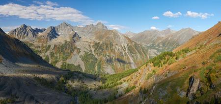katun: Beautiful autumn landscape, view of the mountain range to the nearest Pass, Russia, Siberia, Altai Mountains, Katun Range. Stock Photo
